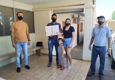 Casal de produtores recebe Termo de Permissão de Uso em Mirante do Paranapanema